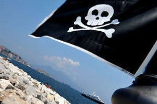 Пірати звільнили одного українця