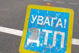 На Київщині п'яний бізнесмен збив двох студентів і врізався в авто даїшників