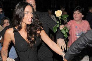 Меган Фокс шукає хлопчика з жовтою трояндою