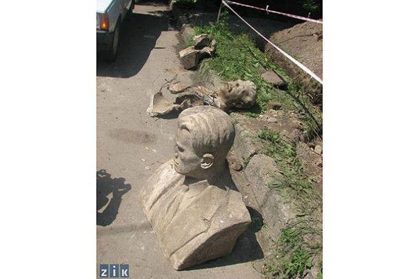 У Луцьку в каналізації знайшли Сталіна