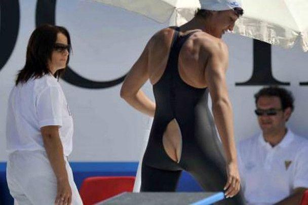 Італійську плавчиху дискваліфікували за її голий зад