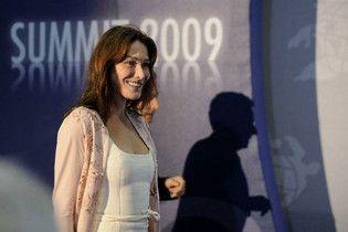"""Поведінку дружини Саркозі на саміті G8 визнали """"брутальною"""""""