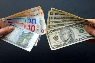 Євро загальмувало падіння на міжбанку