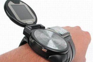 Чехи створили мобільний-годинник з подвійним екраном