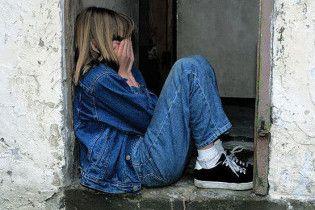Батько зґвалтував сімнадцятирічну дочку у виховних цілях