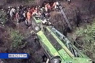 У Болівії автобус зірвався в прірву. Загинуло 19 людей