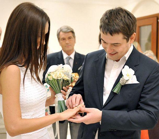 """Друзі сина Ющенка хотіли подарувати йому на весілля """"Феррарі"""""""