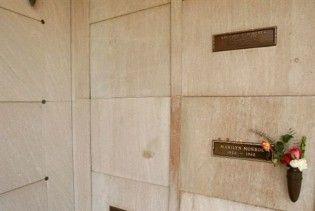 Місце у склепі поряд з Мерилін Монро продано за 4,6 млн доларів
