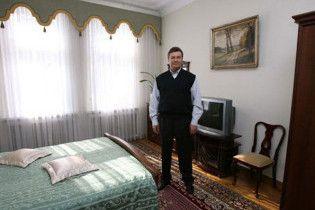 Уряд відбиратиме в Януковича дачу через три суди