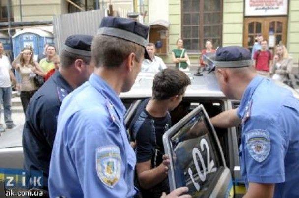 У Львові презентація книг про геїв закінчилася масовою бійкою