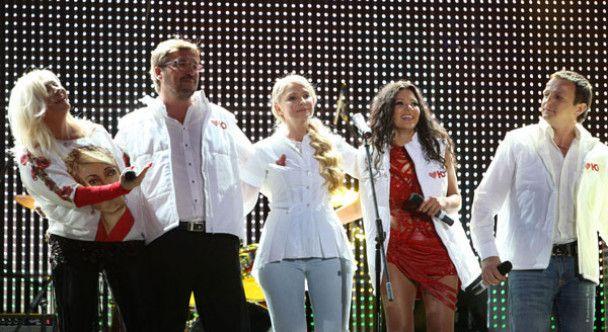 Тимошенко вийшла на сцену з зірками
