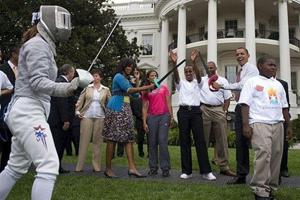 Обама взяв у руки зброю джедаїв