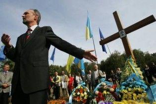 У Бабиному Яру відновили хрест розстріляним ОУНівцям