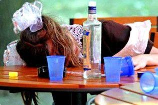 На Закарпатті 14-річна школярка впала в алкогольну кому
