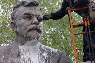 У Києві демонтували пам'ятник ініціатору Голодомору
