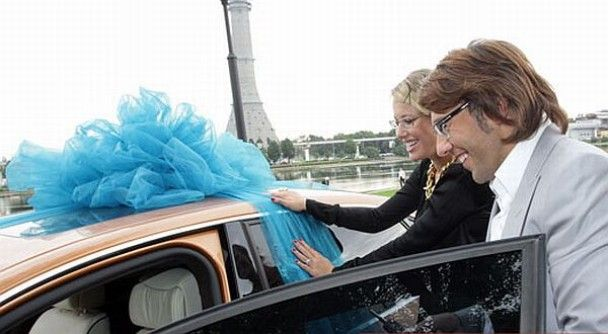Через борги Ксенії Собчак довелось віддати свій Mercedes
