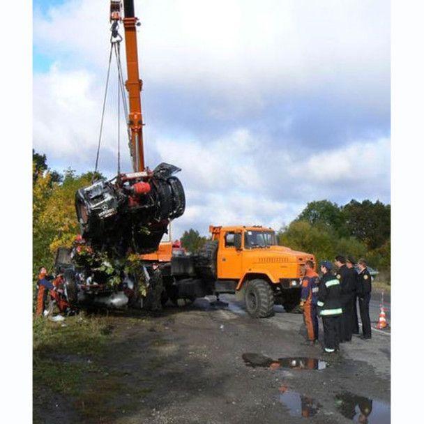 Через аварію бензовоза на Хмельниччині 2 тонни пального вилилось в ґрунт