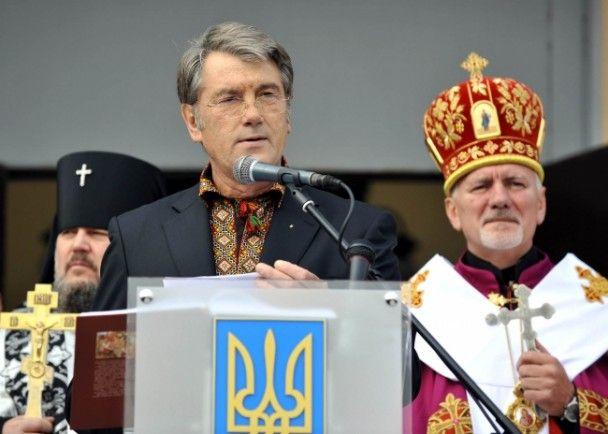 """Ющенко закликав назвати імена катів і знищити """"сатанинські символи"""" комунізму"""