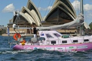 16-річна школярка вирушила у навколосвітнє плавання на рожевій яхті