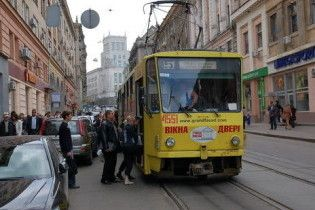 У Харкові невідомі розгромили 12 трамваїв