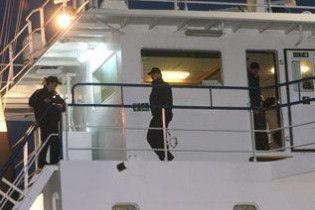 У Греції 10 українських моряків затримали за контрабанду сигарет