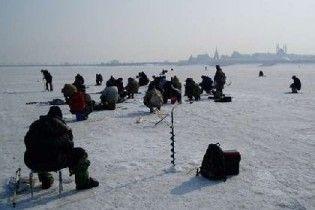 У Києві заборонили зимову риболовлю