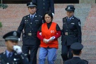"""У Китаї """"хрещену матір"""" злочинного світу засудили до 18 років ув'язнення"""