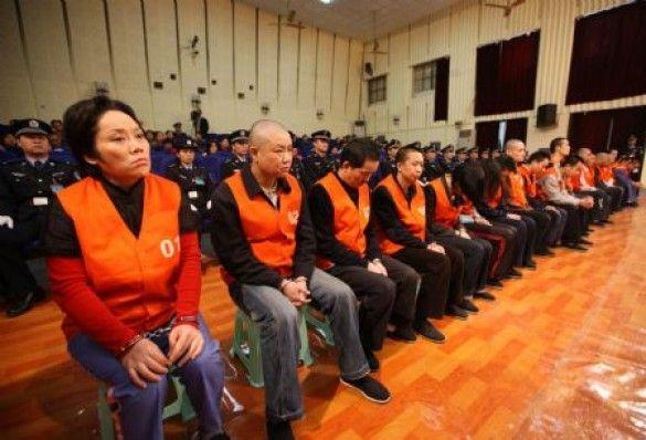 Хрещена мати китайських злочинців