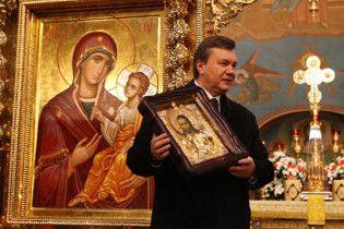Янукович: в України є все, крім Божого благословення