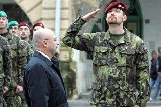 Двох офіцерів НАТО звільнили з армії за використання нацистської символіки