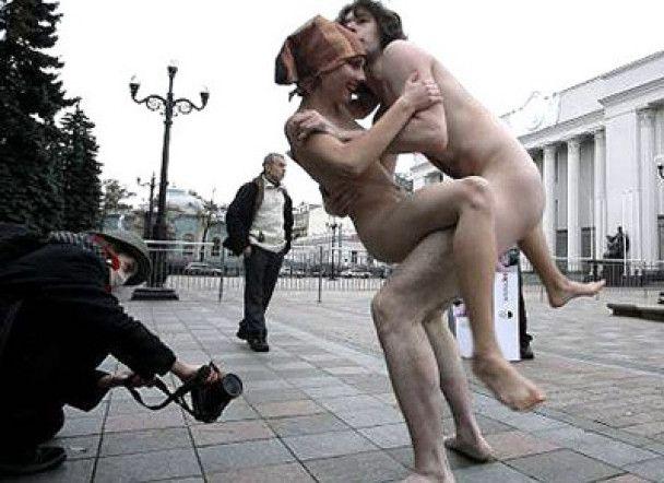 За секс під Верховною радою хлопцю дали рік умовно