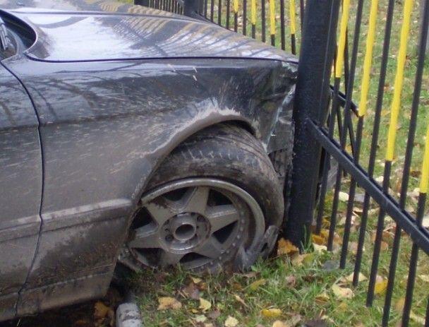 П'яний даішник протаранив паркан і заснув на місці ДТП