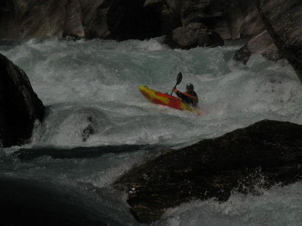Російські екстремали спустилися по річці з Евересту