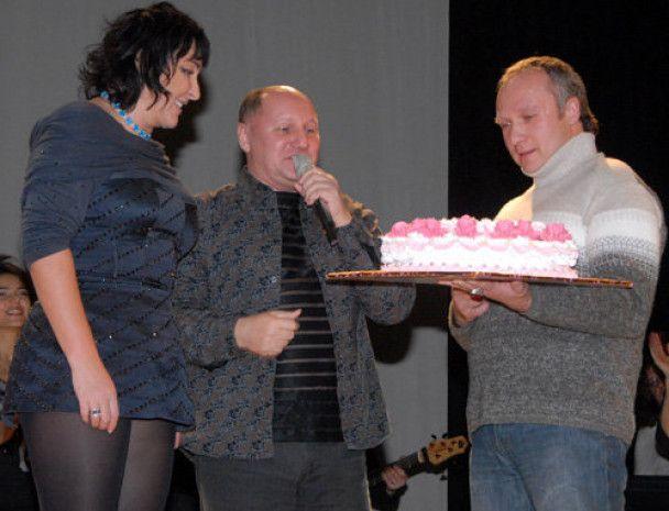 Лоліта впала обличчям в торт