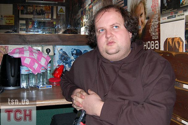 """Бронюк з """"ТіКу"""" нагодував Руслану вінницькою ковбасою"""