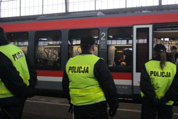 Біженці з Росії захопили потяг у Польщі