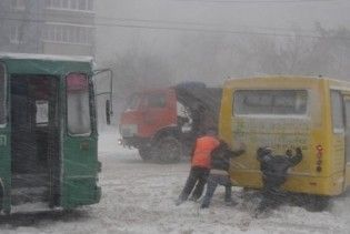 Між Одесою та Іллічевськом у 6-кілометровому заторі замерзають люди