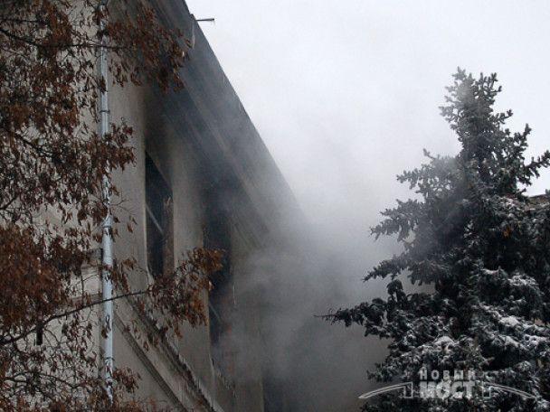 У Дніпропетровську згоріло три поверхи облдержадміністрації