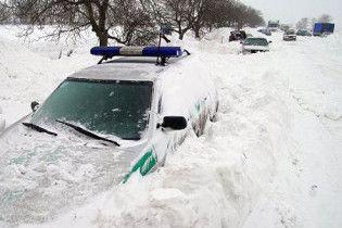 На Луганщині дороги розчищають танками