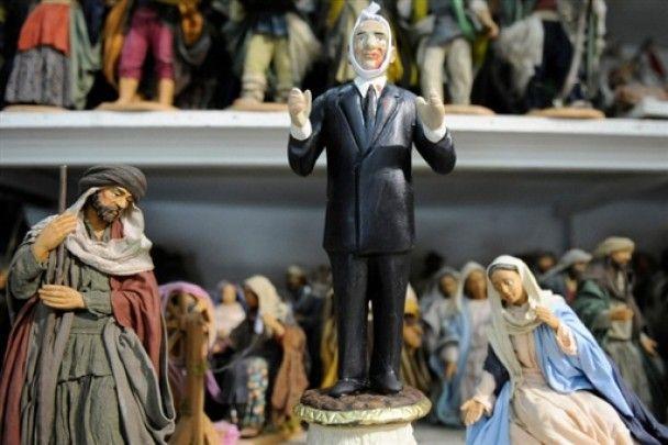 """Хітом продажів в Італії стала лялька """"скривавлений Берлусконі"""""""
