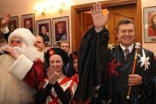 Янукович пообіцяв до 2015 року ліквідувати усіх сиріт