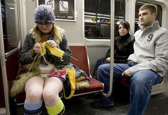 В метро без штанів