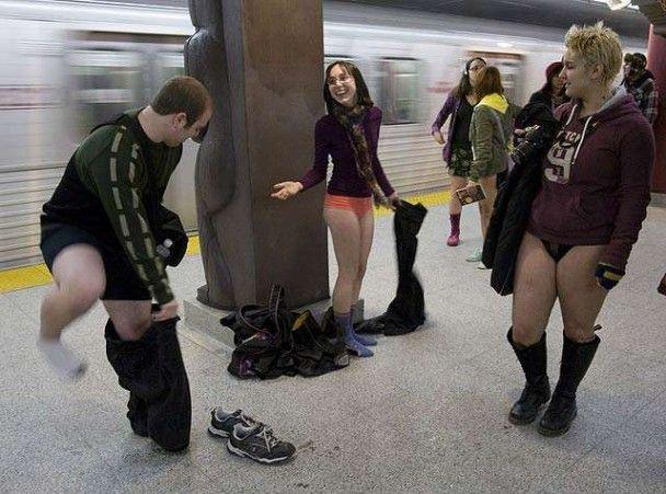 У нью-йоркському метро три тисячі пасажирів опинилися без штанів