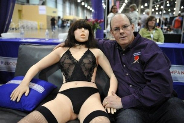 На виставці в США представили першу жінку секс-робота