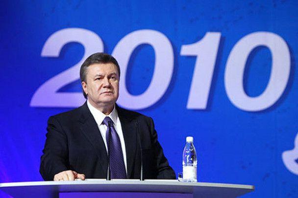 Янукович роздав автографи металургам