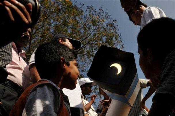 Перше сонячне затемнення 2010 року