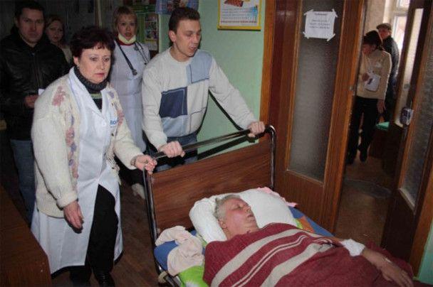 У Луганську вибухом зруйнована лікарня, шестеро загиблих