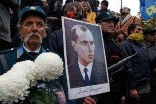Діаспора закликала Януковича захистити честь Бандери