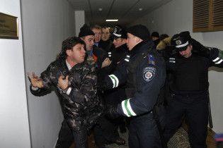 """Проти міліціонерів порушено дві справи через захоплення комбінату """"Україна"""""""