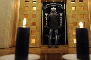 """У Єревані на пам'ятнику жертвам Голокосту написали """"смерть євреям"""""""